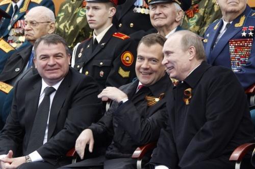 Власти подарили ветерану на 101-летие тысячу рублей и сертификат на 500