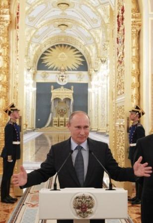 Российское общество. Из серого в черное